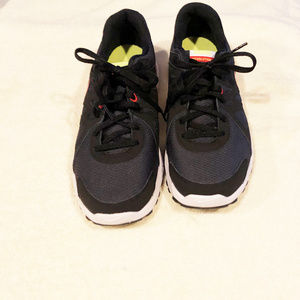 Nike shoes boys new size 7M  EUR 40 Revolution 2